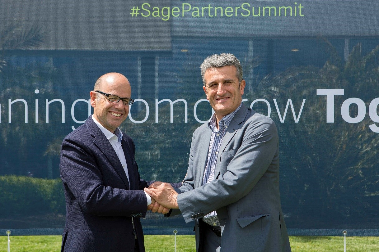 Luis Pardo, Executive Vice President - CEO of Sage Iberia, and Manuel A. Busto, CEO of Seresco, attend the signing of the agreement at the Sage Partner Summit in Seville on 3rd May.